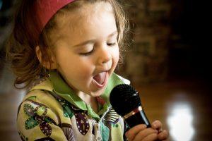 toddler-singing